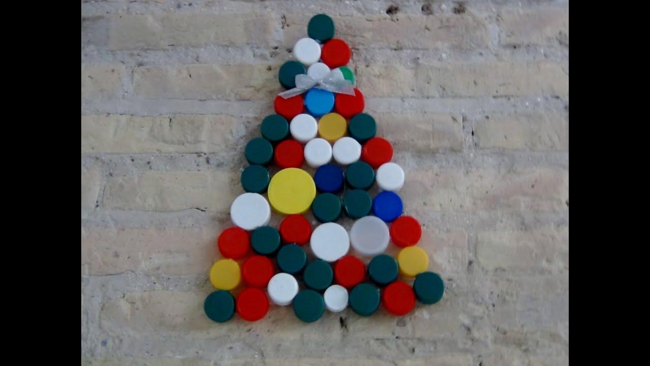 b6ebf511fee Cómo hacer un Árbol de Navidad con tapones de plástico reciclados.A  Christmas Tree with plastic caps
