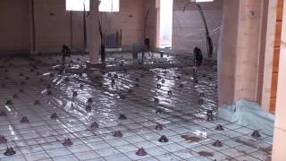 видео Как сделать правильный бетонный пол в деревянном или каркасном доме