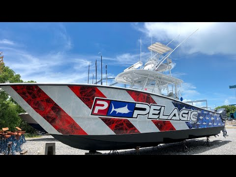 37 Freeman Boat Wrap And Bottom Paint