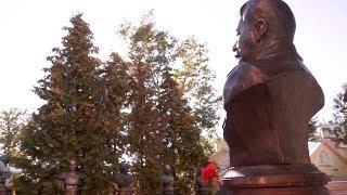 В Москве установили бюст Сталина