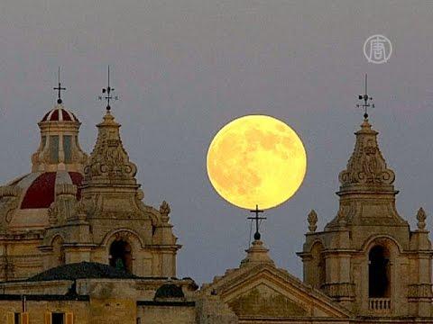 Огромная Луна проплыла по ночному небу (новости)