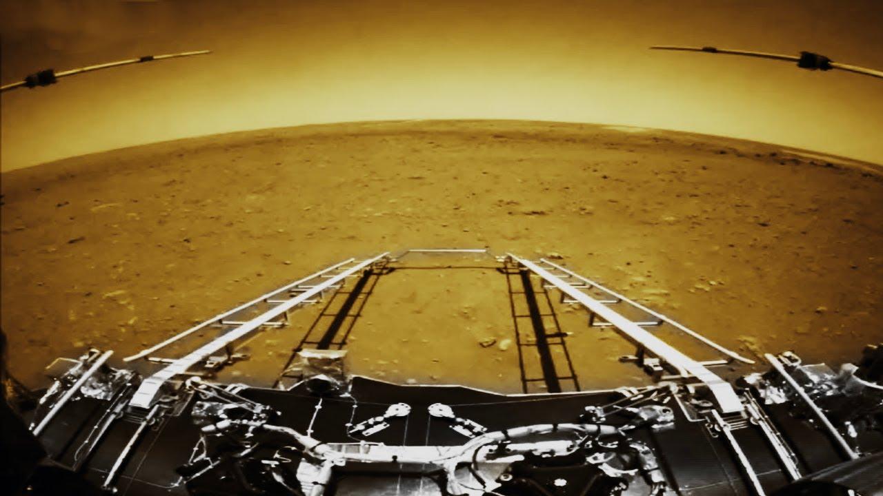 Китай приземлился на Марс. Первые реальные снимки - марсоход Чжужун.