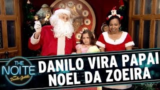 Danilo vira Papai Noel de shopping e zoa crianças | The Noite (19/12/16)