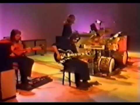 Genesis en 1972 avec peter gabriel chanteur