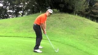 伸び上がり、起き上がりはアドレスの膝で改善する。 thumbnail