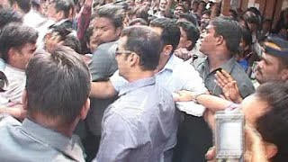 Salman Khan Visits  Narrow Crowded Streets of Bhendi Bazaar