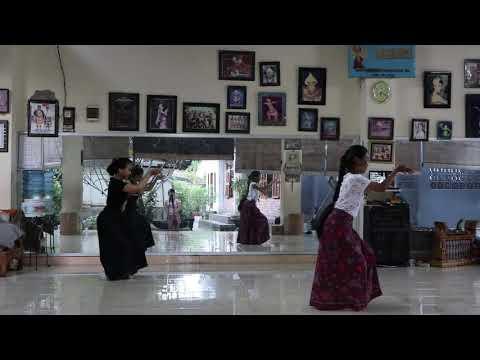 Belajar Tari Bali: Tari Cendrawasih dari belakang