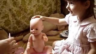 Малятко немовлятко - аналог Вaby Born, їсть кашку, п'є з пляшечки.