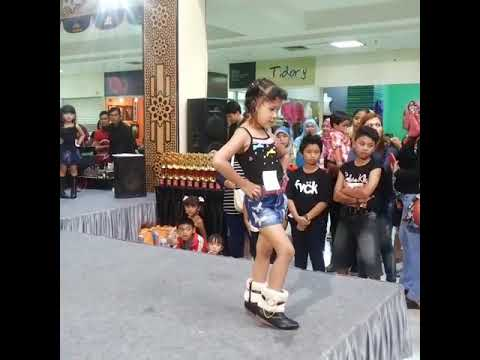 Trie Noviantie lomba casual black di Bandung Trade Mall