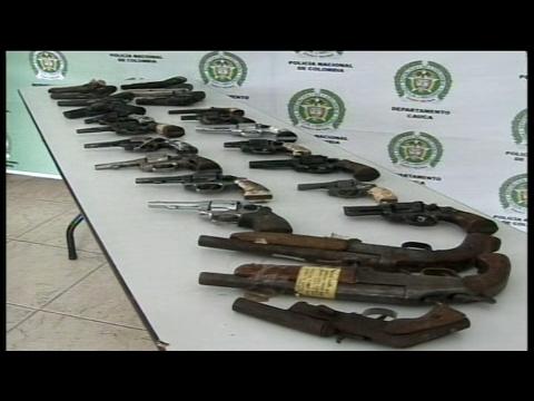 En Bogotá se consiguen armas tan fácil como el pan, dice un traficante