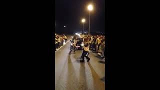 Gilets jaunes:Manifestants dans la joie et bonne humeur dansent le kudoro (Tchiriri) sur la route🔥