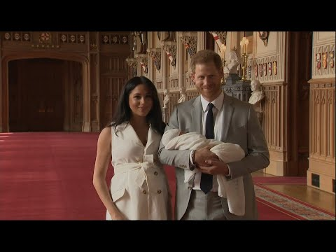 Primer posado familiar de Meghan y Harry con su hijo
