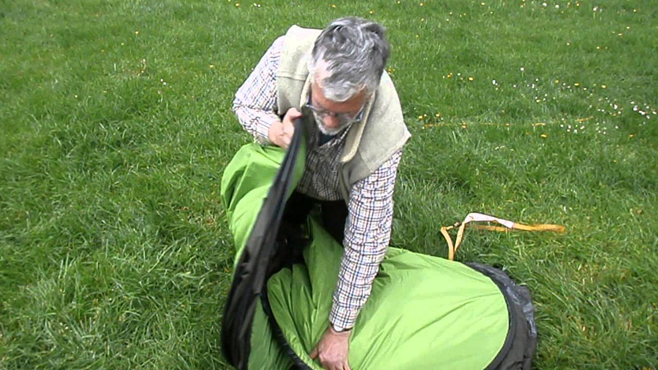 How to fold up a Quechua pop up tent - YouTube 653f70248169