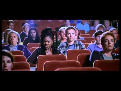 Brenda (Regina Hall) At the cinema - SCARY MOVIE