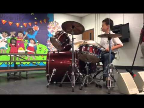 Dylan Robinson 10 year old drummer plays Te Amo