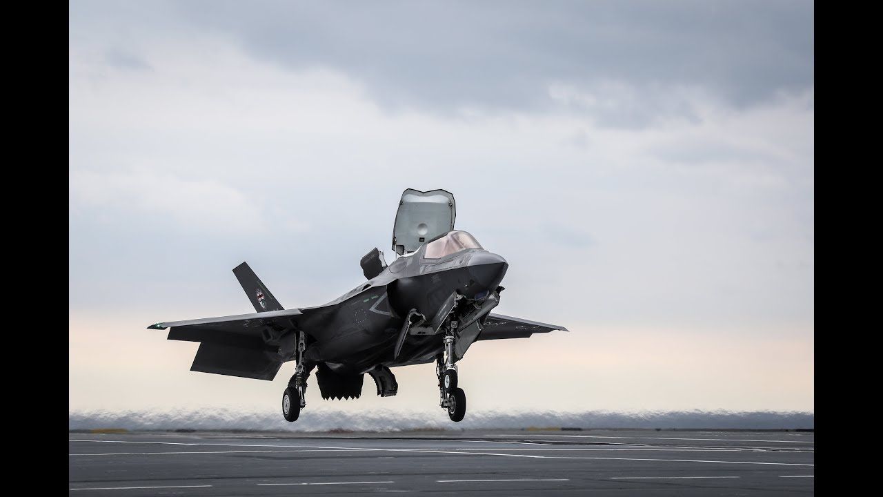 F-35 pilot makes history with revolutionary way of landing jet on board HMS  Queen Elizabeth