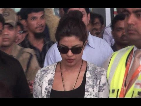 Priyanka Chopra, Katrina Kaif Stopped at Hyderabad Airport