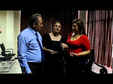 GADM Chone entrega mérito artísitico a Ximena Baldeón