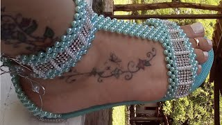Sandália de pérolas simples, linda mas Estilosa por Maguida Silva