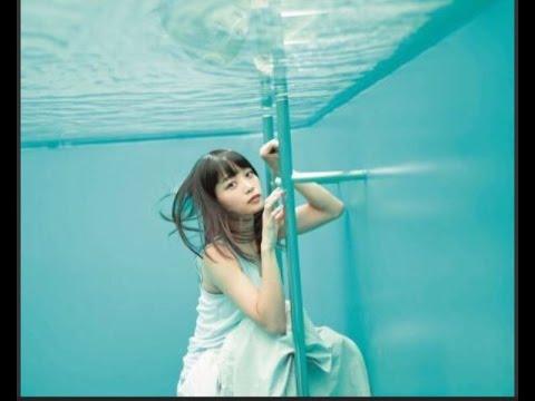 水中カットの深川麻衣さん