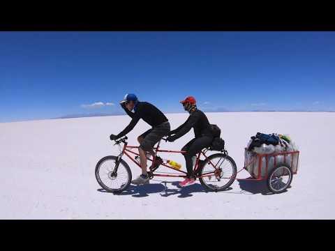 L'équipe D'Expédition Salar Sur Le Salar D'Uyuni Avec Terra Bolivia