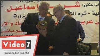 ماذا أهدى سامح عاشور رئيس الوزراء فى شرم الشيخ؟