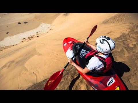 sportourism.id - Aksi-Eric-Walter-Berkayak-di-Bukit-Pasir-Namibia