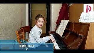 Daniella TV LIVE / Маэстро у рояля / 2 месяца училась / пианино/ красивая мелодия