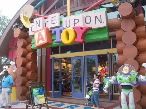Pin Traders y Once Upon a Toy en Downtown Disney Orlando