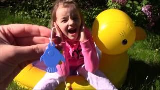В детском бассейне детская рыбалка магнитные игрушки набор распаковка