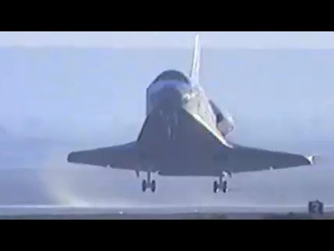 STS-31 Space Shuttle Discovery Lands After Delivering Hubble Space Telescope To Orbit