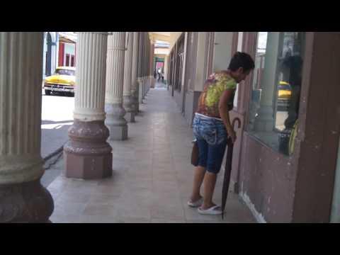 Calles de Moron Cuba y no falta el escolar que se tropieza jijijij