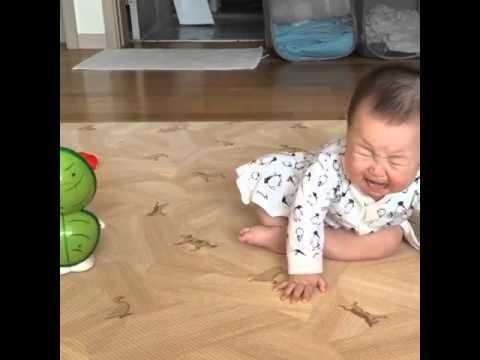 Korean Baby -Jio- Scared of Toy - YouTubeKorean Toddler Youtube