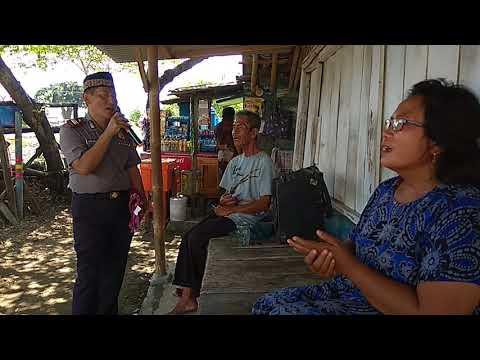Kapolsek Larangan AKP Djoko Witanto SH MH, Karaoke bersama warga Desa Larangan.