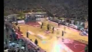 Огромное количество туалетной бумаги во время баскетбола(, 2011-06-15T09:10:46.000Z)