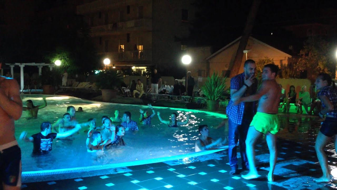 Festa in piscina Gambrinus Bellaria  YouTube
