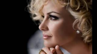 Watch Faith Hill Just About Now video
