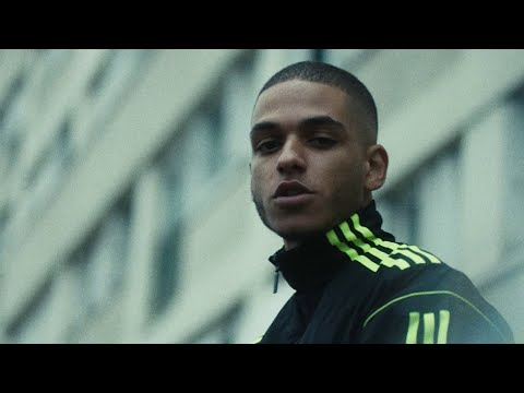 Смотреть клип Zikxo - Jeunes Et Ambitieux