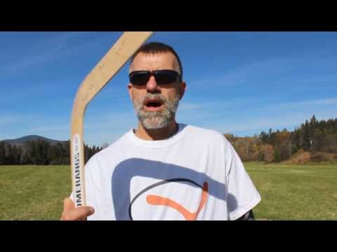 How to throw a  traditional shaped returning  boomerang