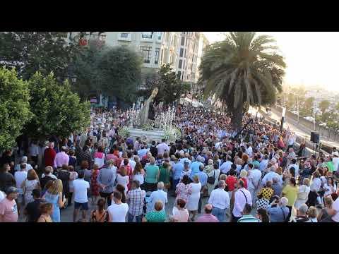 Una multitud arropa a la Patrona en la calle antes de la última noche de Feria