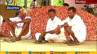 Onion Farmers Protest At Market Yard For Minimum Price at Mahabubnagar Nagar District