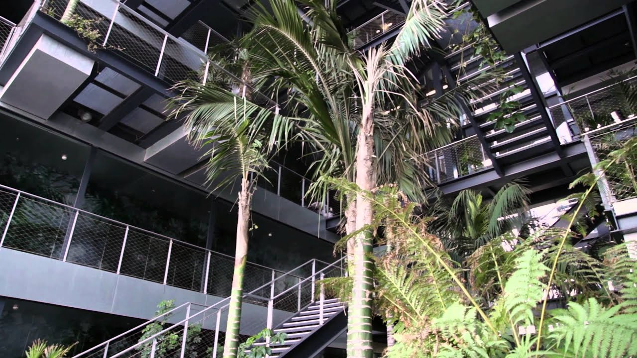 Jard n vertical renaissance barcelona fira hotel youtube for Hotel jardin barcelona