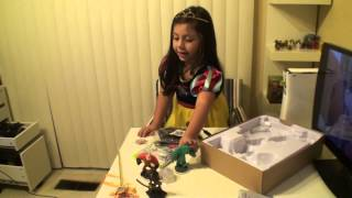 6 Year Old Girl Unboxing and Review of the Disney Infinity Starter Pack XBOX 360