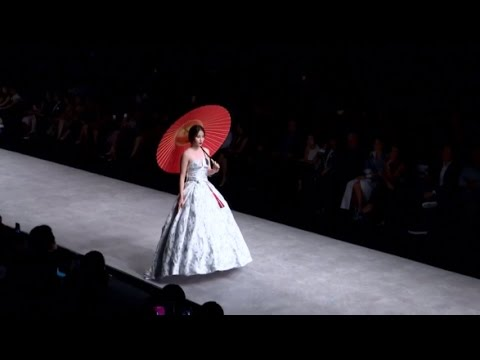 Nam Em mở màn Phương My showcase tại Vietnam International Fashion Week 2016