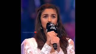 Aliaa bhatt menyanyikan Lagu kebangsaan india
