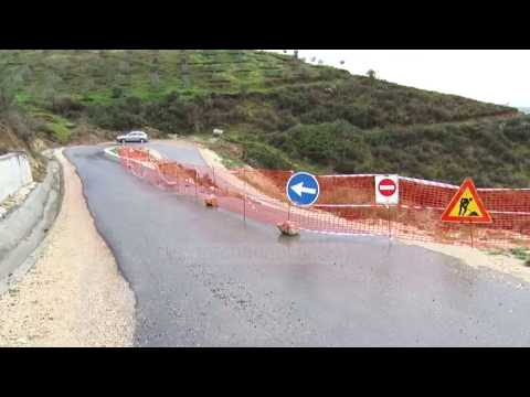 Rruga shembet pas një viti, izolohen banorët - Top Channel Albania - News - Lajme