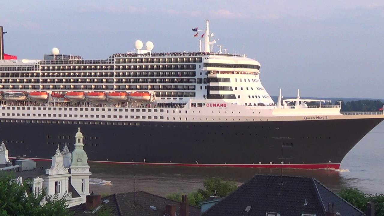 Queen mary 2 on her first trip to southampton after her for Queen mary 2 interieur