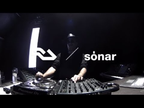 RA Live: Carl Craig presents Versus Synthesizer Ensemble at Sónar 2017