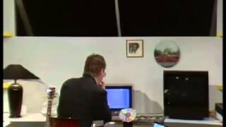 """Hans Otto Bisgaard bruger en Commodore 64 i DR-programmet """"Under Uret"""" #2"""