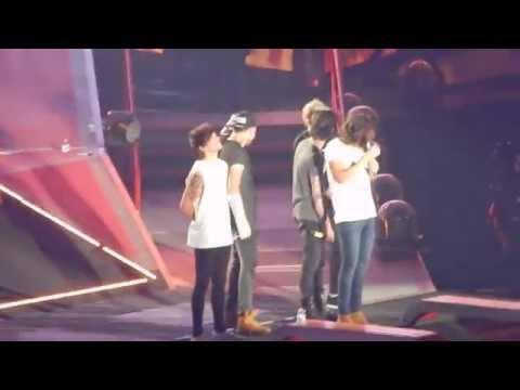 One Direction - What Makes You Beautiful (Phoenix, AZ 9/16/14)